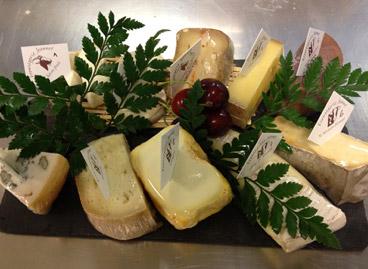 Plateau dégustation de fromages et charcuteries